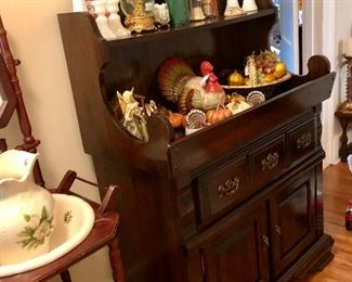 Nice dry sink, wash stand, Thanksgiving décor...