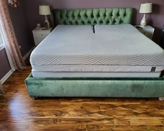 Sleep Number King Mattress split top, base and adjustable frame. Both head and foot raises. Purchased new in June 2018 for over $8,000. Excellent condition! https://www.facebook.com/SleepNumber/videos/10155018978728193/?v=10155018978728193