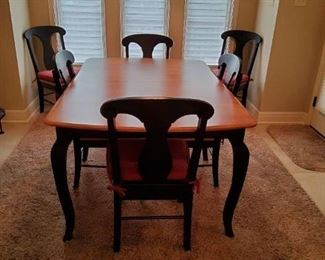 Stunning Excellent condition table and 6 chairs with cushions! Matching bar stools!