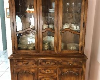 Ethan Allen China Cabinet Illuminated: Beautiful: Great medium size. 54lx20wx79h