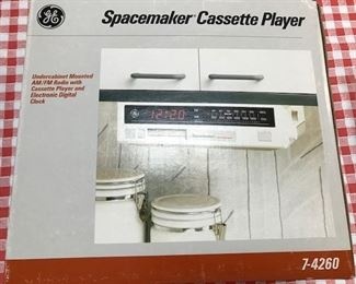 GE Spacemaker/Cassette Player.