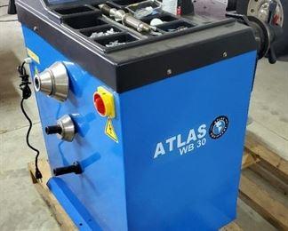 Atlas WD 30 Tire Balancer Model # EE 3096, 110 V, Includes Wheel Weights