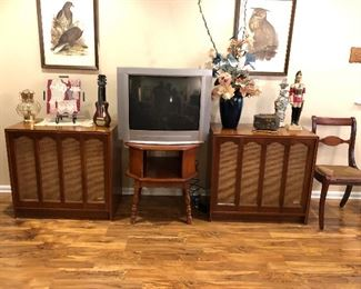 BU1046: Electro- Voice E-V Six (EV6) Mid Century Speakers (Pair) 3rd Party Shipping. THE CABINETS ARE IN EXCELLENT SHAPE. Untested	 Auction