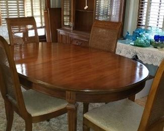 Dining room Table and 4 Chairs    For Pick up Appointment  Please call or text 760-662-7662