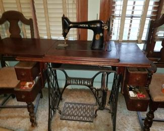 Vintage Singer Sewing Machine in Treade Cabinet $350  For Pick up Appointment  Please call or text 760-662-7662