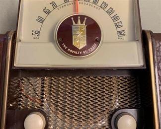 1951 Zenith Tube Radio https://ctbids.com/#!/description/share/405064