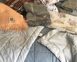 Bedding Assortment https://ctbids.com/#!/description/share/405076