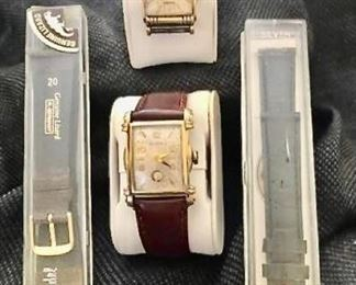 Pair of Men's Watches - Bulova and Elgin and 2 watch bands               https://ctbids.com/#!/description/share/405082