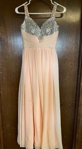 Prom Dress https://ctbids.com/#!/description/share/405167