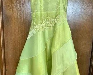 Girls Dress https://ctbids.com/#!/description/share/405169