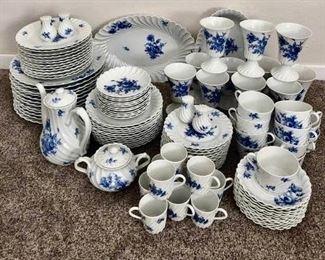 Haviland Limoges China Set https://ctbids.com/#!/description/share/405233