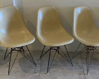 5pc 1950s MCM Eames Herman Miller Fiberglass Shell Chairs Vintage Original w/ Eiffel tower bases30x18x22in seat height:17.5inHxWxD