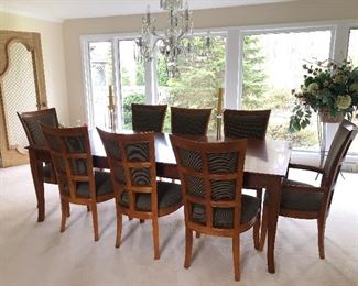Stanley dining room table, 8 chairs includes a sideboard