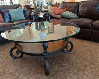 2010 Thomasville Cocktail / Coffee table Glass top $185
