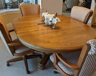 Oval Dinette Table with chairs in excellent condition $375
