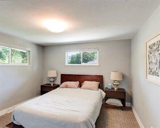 Bedroom set, lamps, bedding