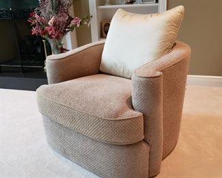 Bernhardt Furniture Co. upholstered armchair