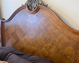 OAK QUEEN SIZE SLEIGH BED - CRACKED BASE $50