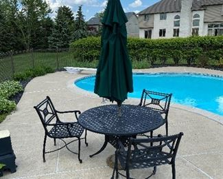 FRONTGATE PATIO FURNITURE- ROUND TABLE AND 6 CHAIRS $600