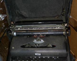 Royal Portable typewriter w/glass keys & square shift keys in case