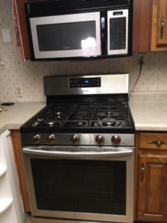 Nearly new gas range - purchased from Costco in March