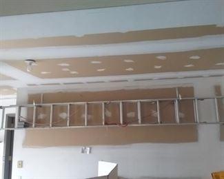 12 foot Extension Ladder with Ladder Stabilizer https://ctbids.com/#!/description/share/408489