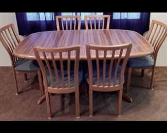 Vamdrup Stolefabrik Danish modern dining table with internal leafs and six chairs.