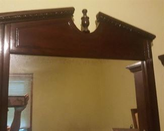 MIRROR THAT GOES WITH DRESSER
