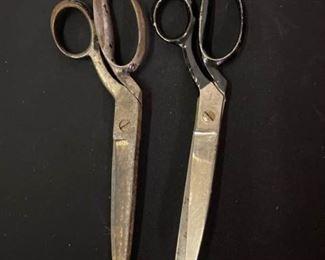 2 Pair of Vintage Scissors https://ctbids.com/#!/description/share/413064