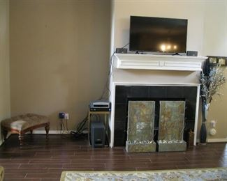 Bose 3·2·1 Channel Home Theater Media System, 2 speakers and woofer, AM/FM radio, DVD, remote.