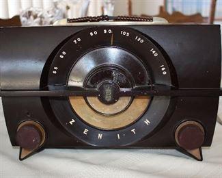 Antique Zenith Radio-It works