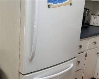 GE refrigerator Model GDSCOKCXCRWW