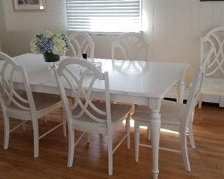 Sturdy dining set