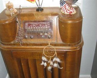 Vintage console radio