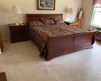 $450 ~ KING SIZE SLEIGH BED / WITHOUT MATTRESS