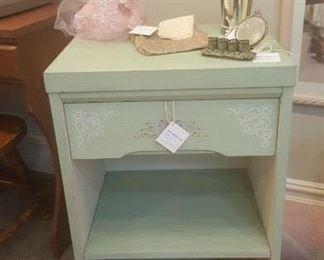 Great little side table (mint green)