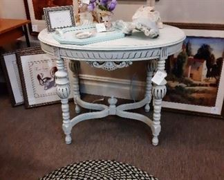 TABLE -  Ornate Details (Turquoise & WHITE color) Foyer table