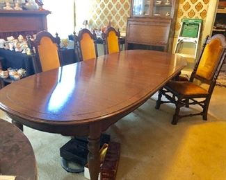 * Wow Look at this Table with Leaves and 8 Chairs