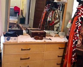 * Link Taylor Blond Bedroom Set