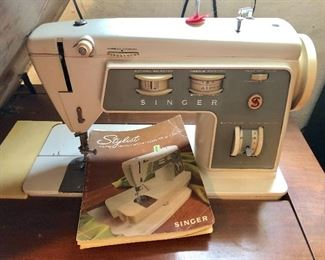 * Singer Sewing Machine and Sewing Table