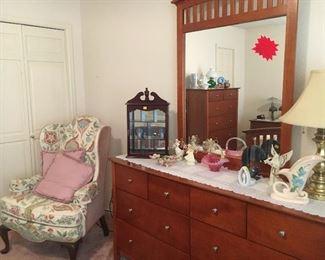 Matching three piece set dresser 2 bed side stands tall dresser