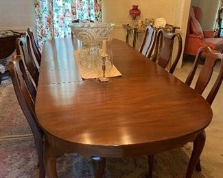 Beautiful Henkel Harris Dining room table and 8 chairs