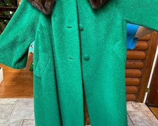 Vintage coat with fur collar