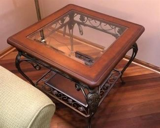 https://caitsonline.com/collections/orland-park-may-22nd-sale/products/oes-a-walter-smith-glass-and-metal-end-table