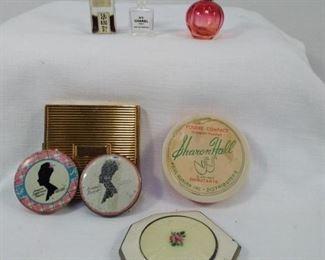Ladies Vintage Cosmetic Compacs
