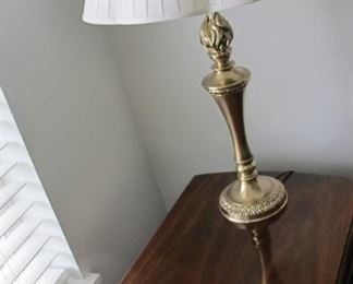 $450.00 Pair Hickory Chair brand drop leaf End Tables 28 x 19 x 28 with 2 Stiffel lamps deduct $50.00 per lamp if not wanted