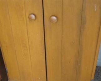 $35.00 Vintage 2 dr cabinet 31.5 x 23 x 16