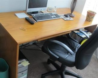 $75.00 Light wood modern desk & chair  30 x 48 x 26.5