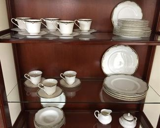 $350.00 Royal Doulton Rhodes 8 Six piece setting