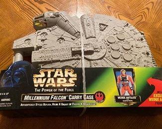 Star Wars  Action Figures: Millennium Falcon